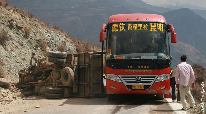 China's economy still facing a downward path