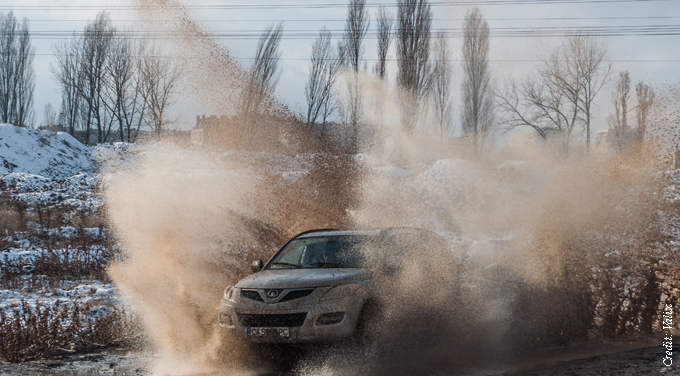 Great Wall Motor spinning wheels in the mud