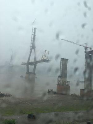Fengdu, e mais uma ponte sendo construída. Olha a chuva!!