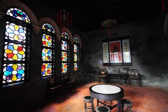 余荫山房中,色彩斑斓的满洲窗。 Zhugang Zhang摄影作品