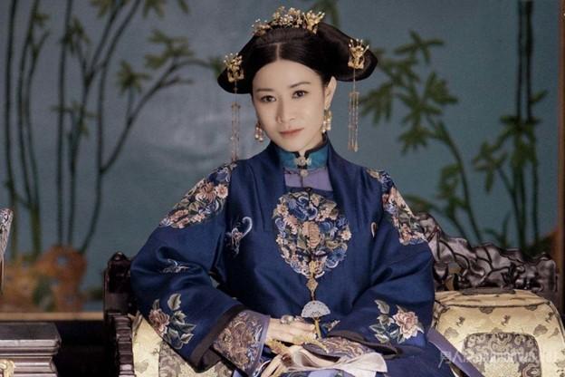 Charmaine Sheh's character Hoifa-Nara Sushen sporting nail guards in the Story of Yanxi Palace (2018)