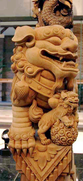 Tou Se We carved column detail