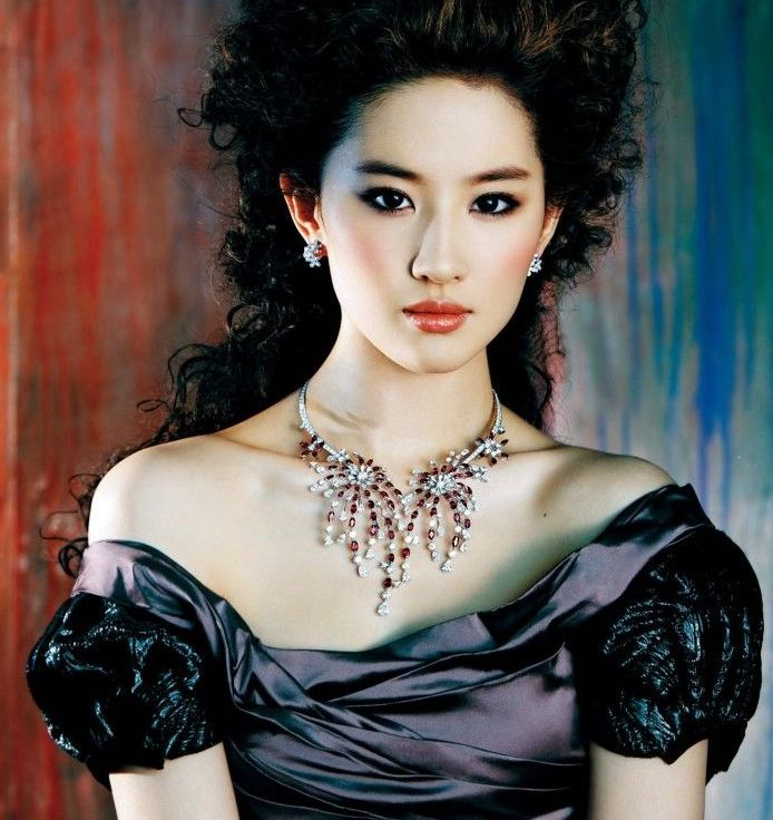 Liu Yifei 劉亦菲- Chinese Professional Singer, Model And Actress