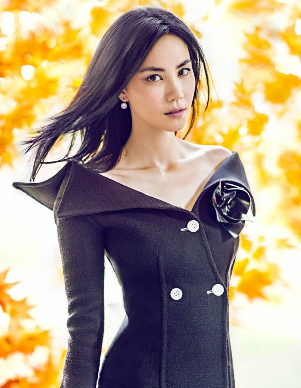 faye-wong-by-chen-man-for-elle-china-october-2014_01