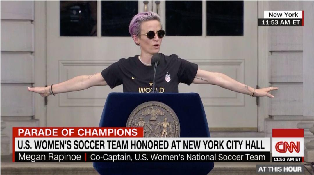 超人的勇气,超人的胸怀——要世界冠军也要同工同酬