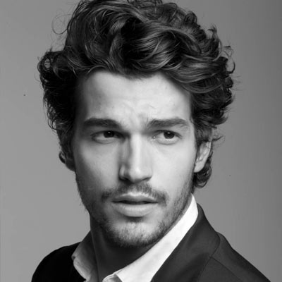 medium-curly-hair-men-