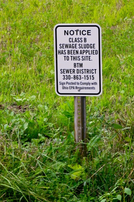 Sewer_Sludge_sign_in_field