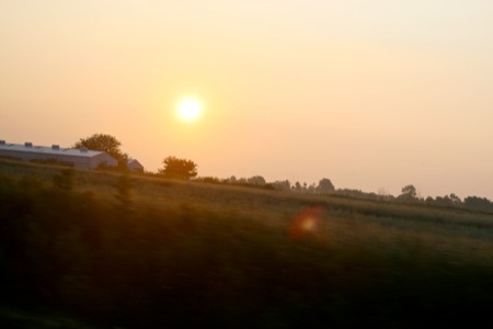 Sunrise_over_the_farm