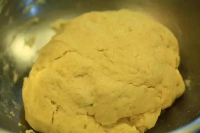 Rollo de queso picante - spicy Bolivian bread dough