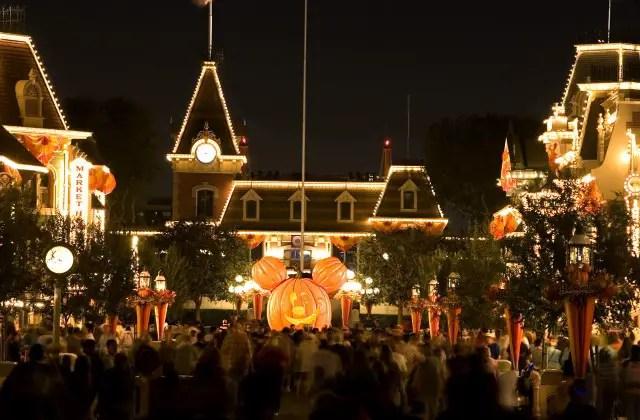 Marriott Hotel at Cal State Fullerton has Spook-tacular Disney Deals