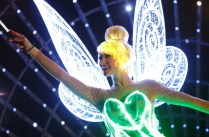 Tinker-Bell-in-Paint-the-Night-1_15_DLR_9505-640x420