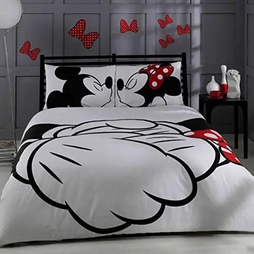 Disney Finds – Kissing Mickey & Minnie Bedding Set