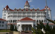 Intoxicated Woman arrested for battery and resisting arrrest at the Grand Floridan Resort