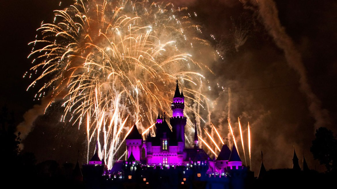 """Remember…Dreams Come True"" Fireworks Return to Disneyland Park on February 3"