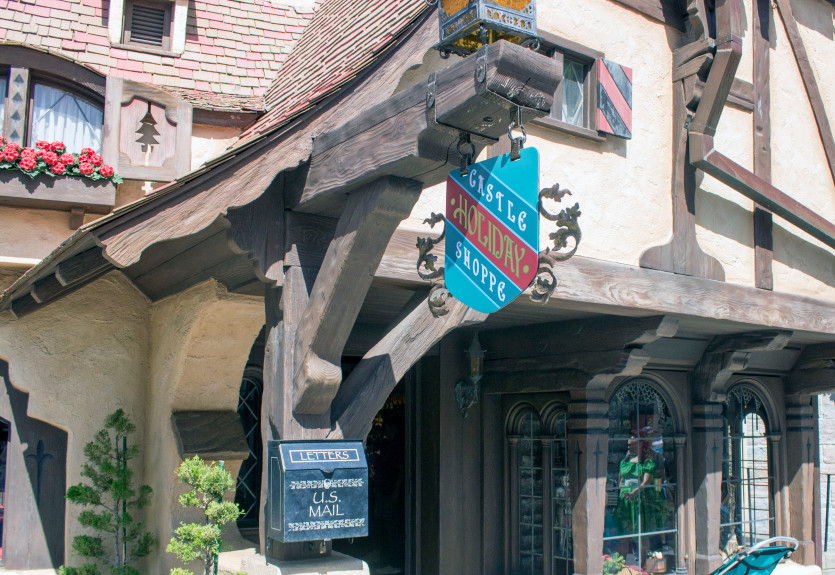 New Castle Holiday Shoppe Opens At Disneyland