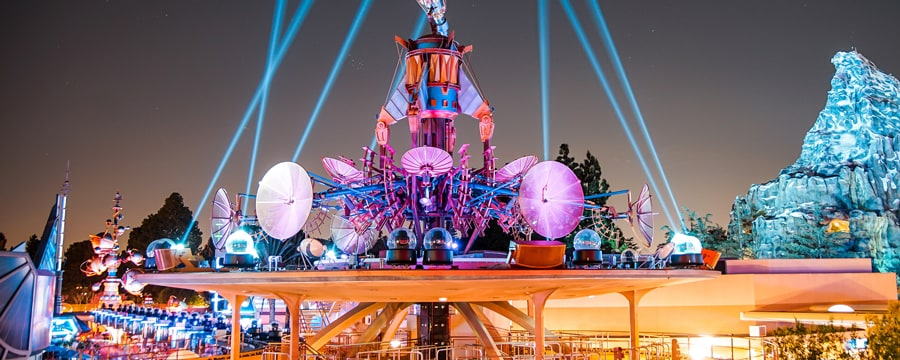 New Lounge Coming to Disneyland Promises a Great View of Tomorowland and Fireworks!