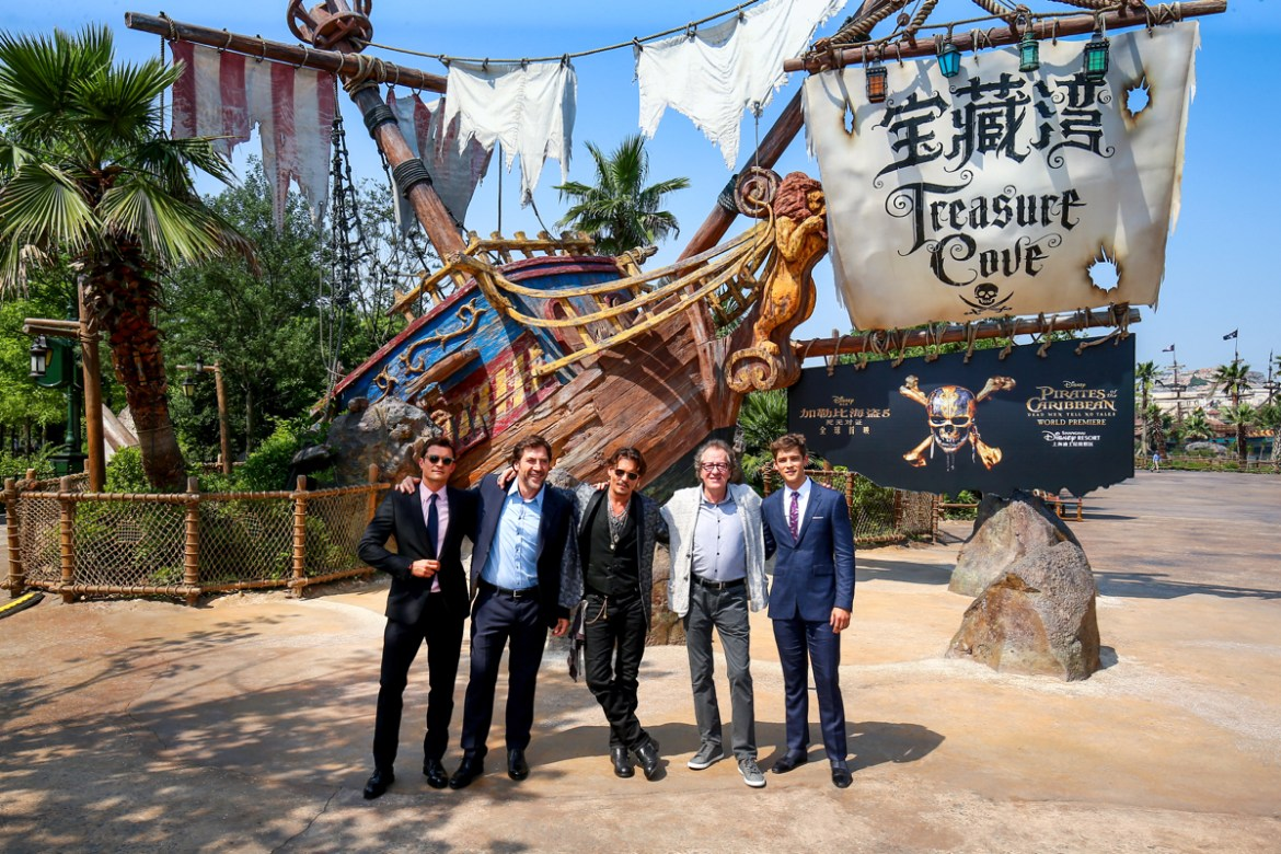 """""""Pirates Of The Caribbean: Dead Men Tell No Tales"""" Premiere Pics From Shanghai!"""