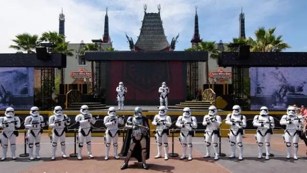 Tatooine Construction - Star Wars Galaxy's Edge is Really Taking Shape