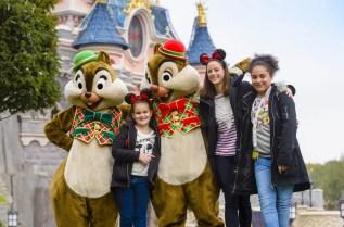 2017-11-17 08_48_46-Kaya Scodelario Celebrates Christmas at Disneyland Paris _ Disneyland Paris Pres