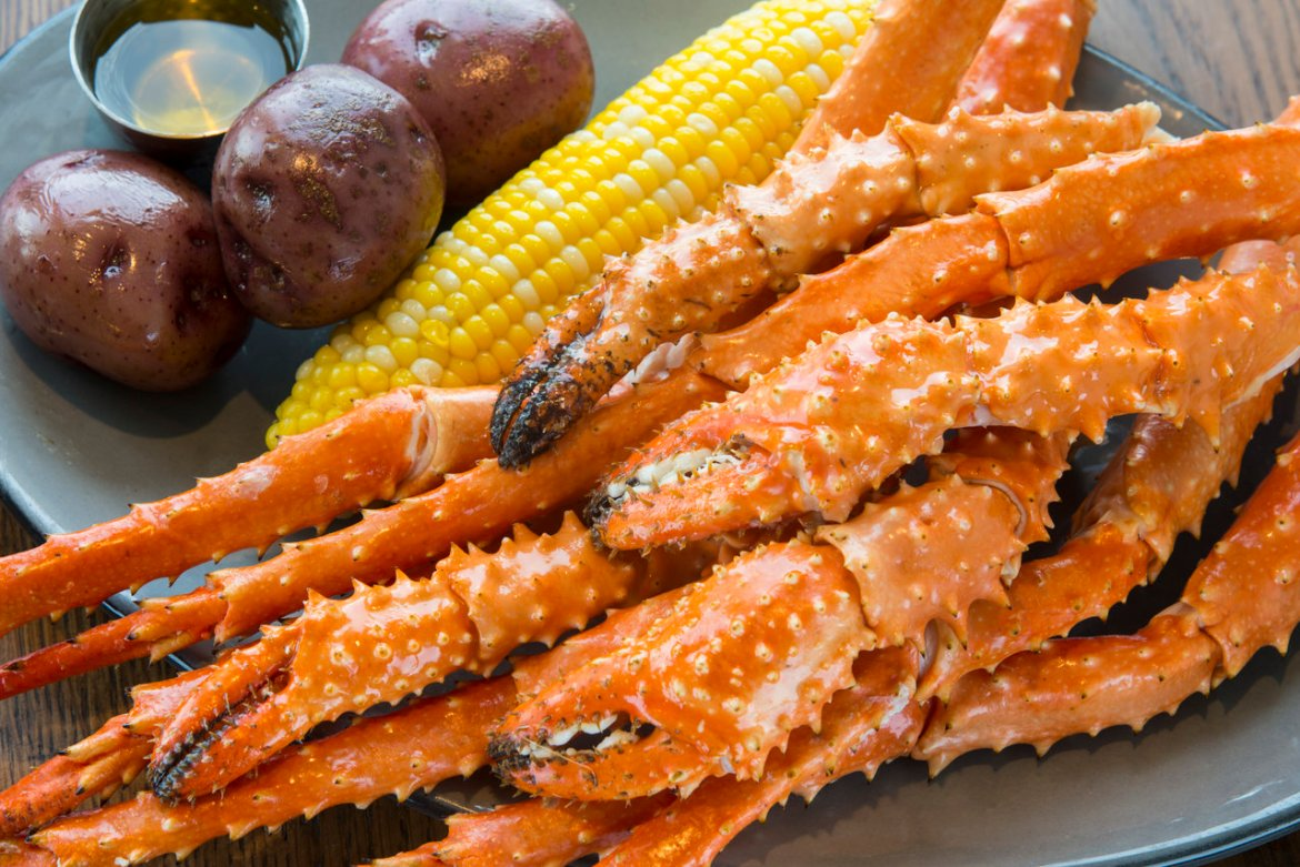 Rosé and Crabs All Day at Paddlefish This March!