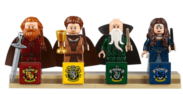 Incredible LEGO Harry Potter Hogwarts Castle 1