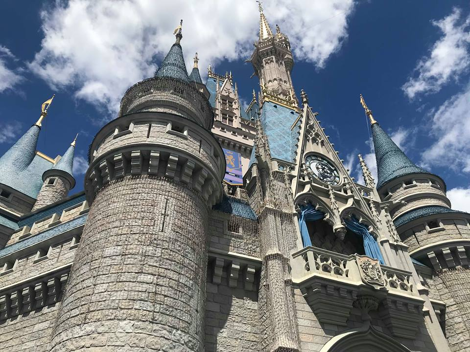 Cinderella Castle Holiday Dream Lights Installation Begins