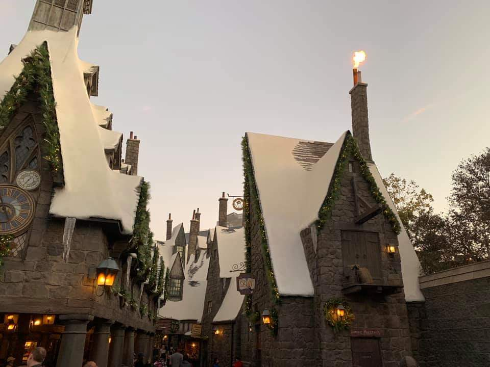 """The""""Magic of Christmas"""" Comes Alive at Wizarding World of Harry Potter"""