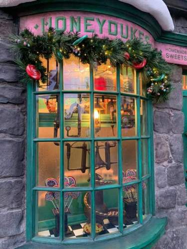 """The""""Magic of Christmas"""" Comes Alive at Wizarding World of Harry Potter 3"""