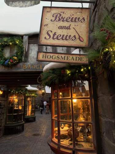 """The""""Magic of Christmas"""" Comes Alive at Wizarding World of Harry Potter 4"""