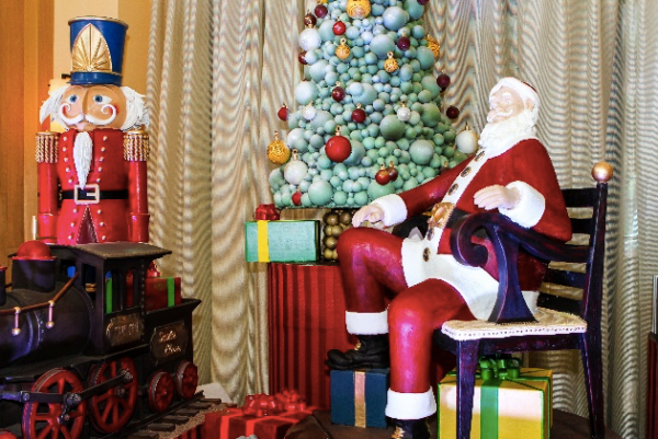 Celebrate the Holidays with Santa at Swan and Dolphin