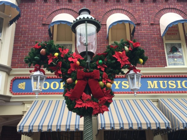 Magic Kingdom Holiday Decor 10