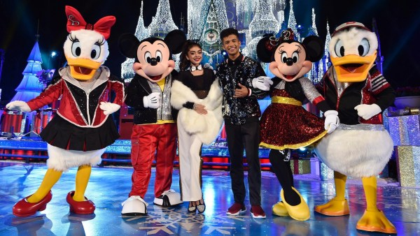 25 Days of Christmas Holiday Party from Disney Parks on Disney Channel Tonight 8