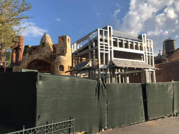 Tatooine Construction - Star Wars Galaxy's Edge is Really Taking Shape
