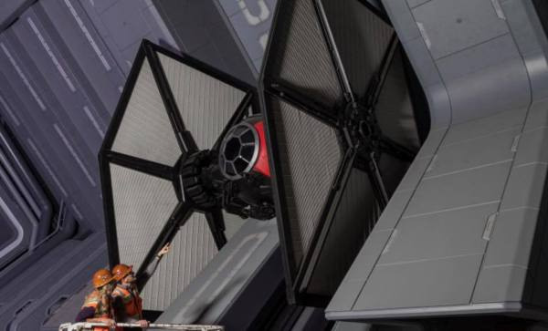 More information on the Rides & Attractions at Star Wars Galaxy's Edge 4