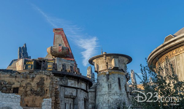 More information on the Rides & Attractions at Star Wars Galaxy's Edge 2