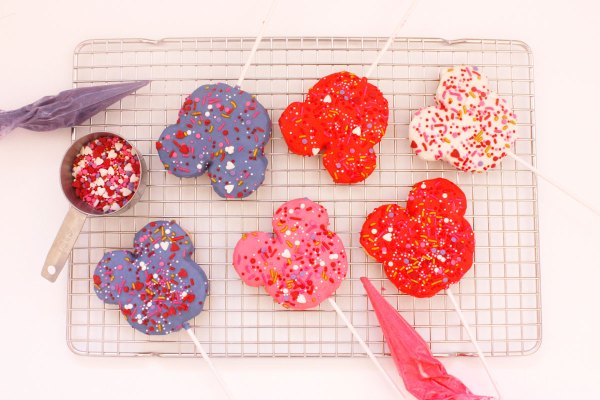 Mickey-shaped cookie pops