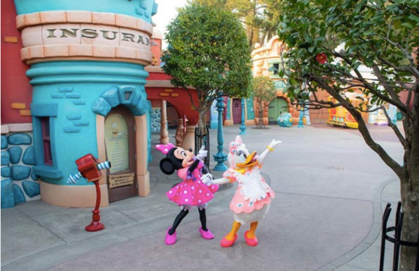 Minnie Mouse's Day Out with Daisy Duck at Tokyo Disneyland! 3