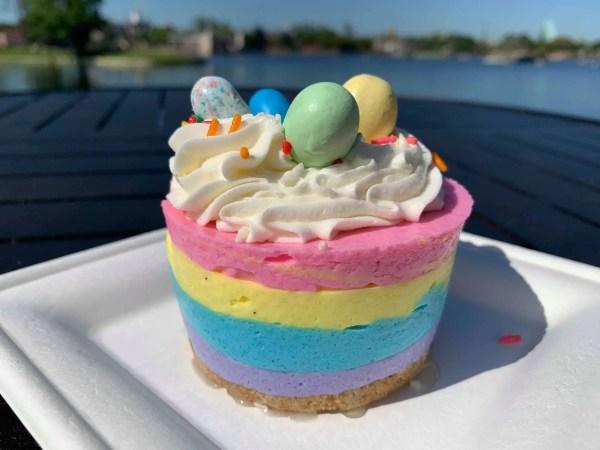 Kringla Bakeri Og Kafe Has A Pretty New Dessert
