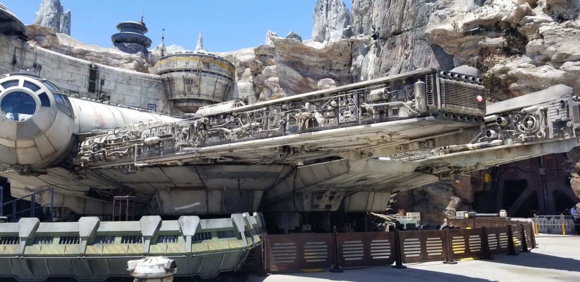 First Guests Enter Star Wars: Galaxy's Edge on Opening Day