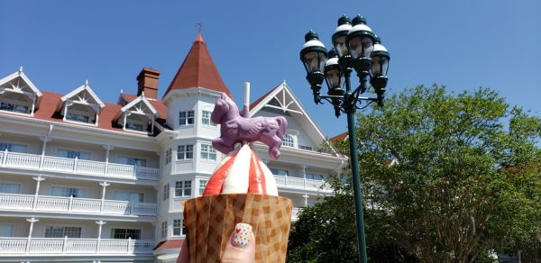 New Carousel Cupcake Spins into Walt Disney World Resort Hotel.