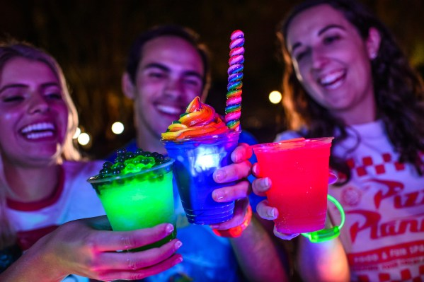 Food and Drinks Galore at H2O Glow Nights 5