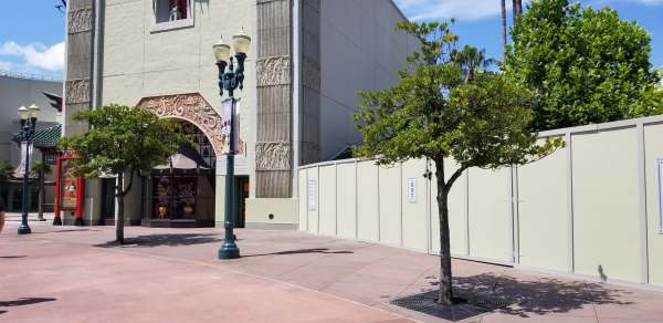 Construction Walls Up Around the Chinese Theatre! 4