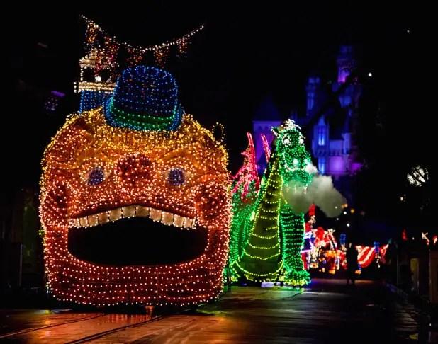Main Street Electrical Parade Returns to Disneyland This Summer!