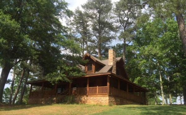 Tony and Pepper's Cabin From Avengers: Endgame Available to Rent on Airbnb 1
