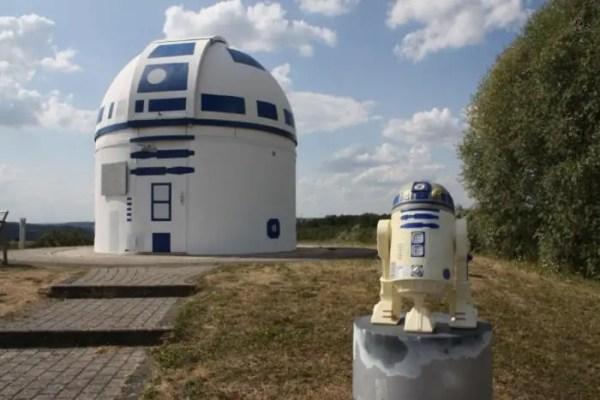 Mega Star Wars Fan and German Professor Paints Observatory Like R2-D2 1