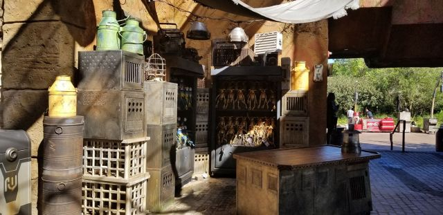 Check Out This Star Wars: Galaxy's Edge Photo Tour 10