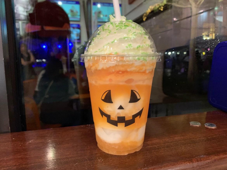 Jack-O-Lantern Float: The Happiest Treat at Disney Springs