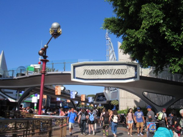 Disneyland Will Soon Debut New FastPass Kiosk In Tomorrowland