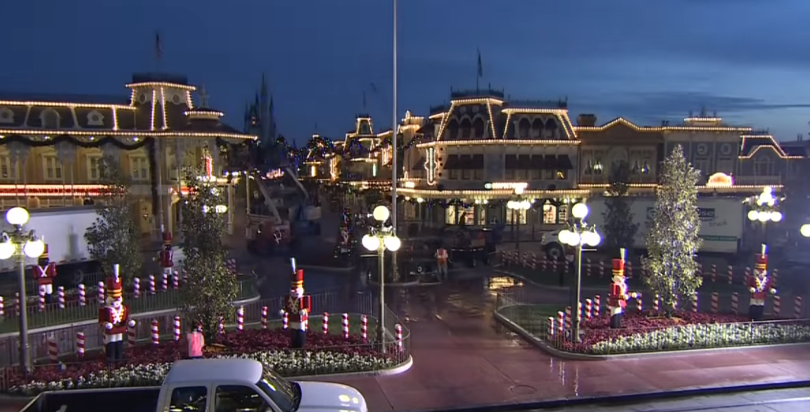 Video: How Disney Changes from Halloween to Christmas at the Magic Kingdom