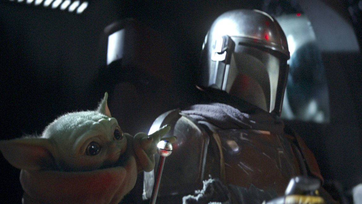 """'The Mandalorian' Star Reveals """"Mando's"""" Real Name and Being Outshined by """"Baby Yoda"""""""